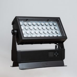 showlight - SaanaWASH Zoom IP65 RGBW - Powerful IP65 rated RGBW wash light with 7-58 degree motorized zoom.